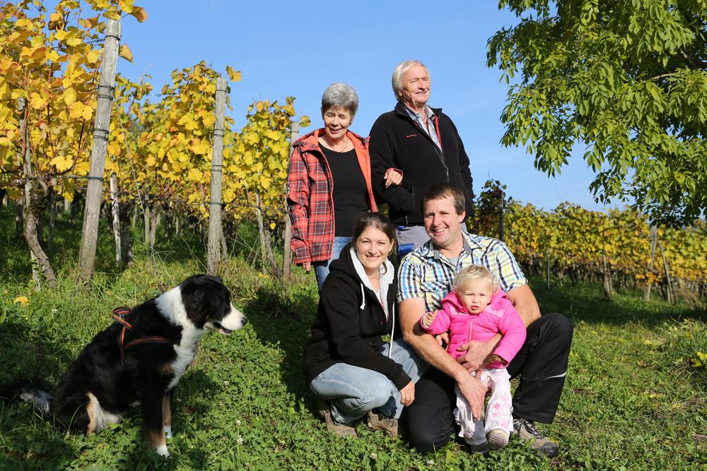 bauernhof-familie-werffeli-gruppenfoto